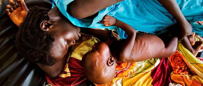 Femme nourissant son enfant malnutri dans une clinique de Médecins sans frontières à Aweul, au Soudan du Sud. (Photo d'illustration)