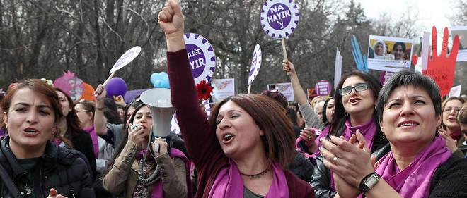 les Point Turquie Le défendre manifestent leur vestimentaire femmes choix pour 7vvZdpq