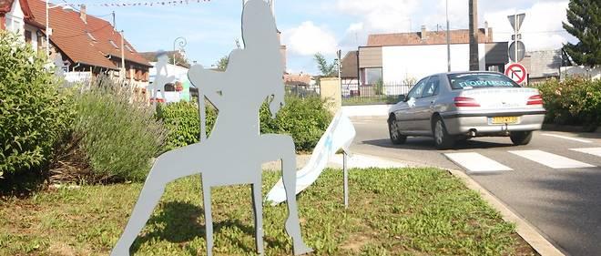 Les silhouettes étaient installées le long des rues principales de la commune.