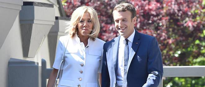 """Le couple présidentiel a été aperçu à Marseille, dans les Bouches-du-Rhône, révélait dimanche le """"JDD"""". Ils séjournent dans la résidence du haut préfet."""