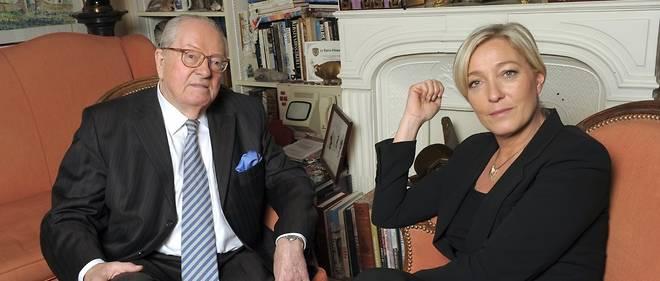 Jean-Marie Le Pen et sa fille Marine, à Saint-Cloud, le 22 novembre 2010.