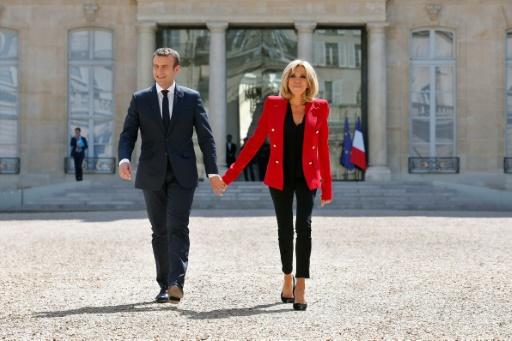 Emmanuel Macron (G) et sa femme Brigitte à l'Élysée le 6 juillet 2017  © Thibault Camus POOL/AFP/Archives
