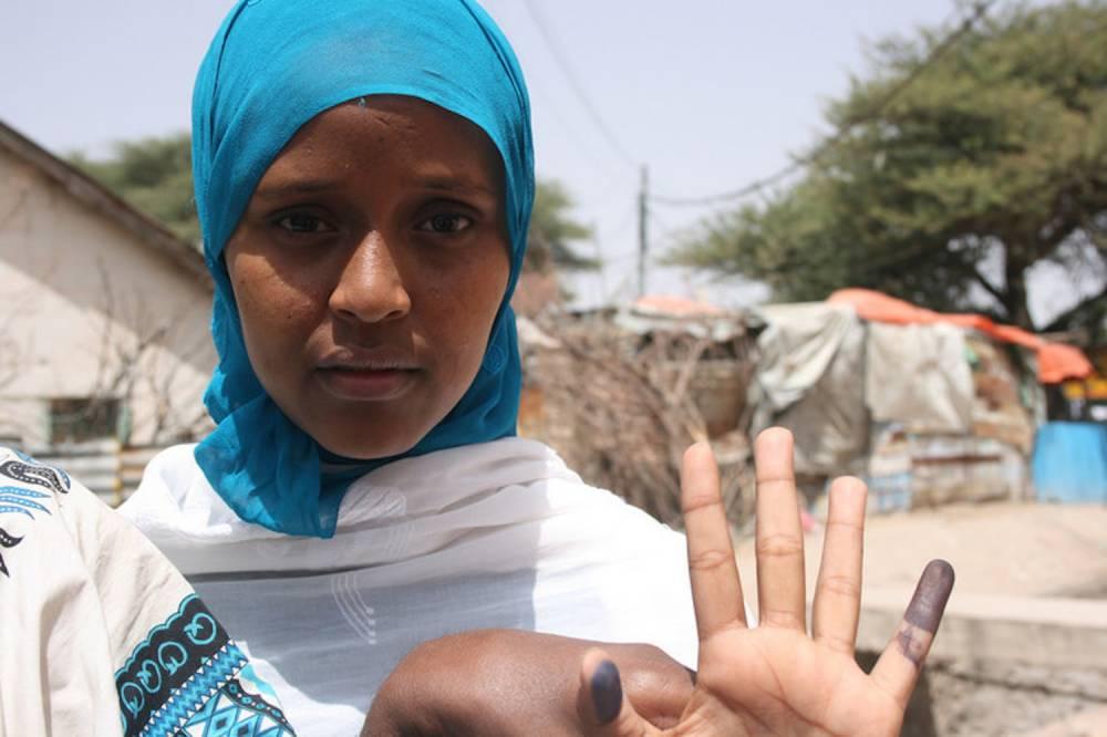 Une femme somalienne, après avoir voté lors de l'élection présidentielle du Somaliland de 2010.   ©  Teresa Krug/Flickr, CC BY-NC