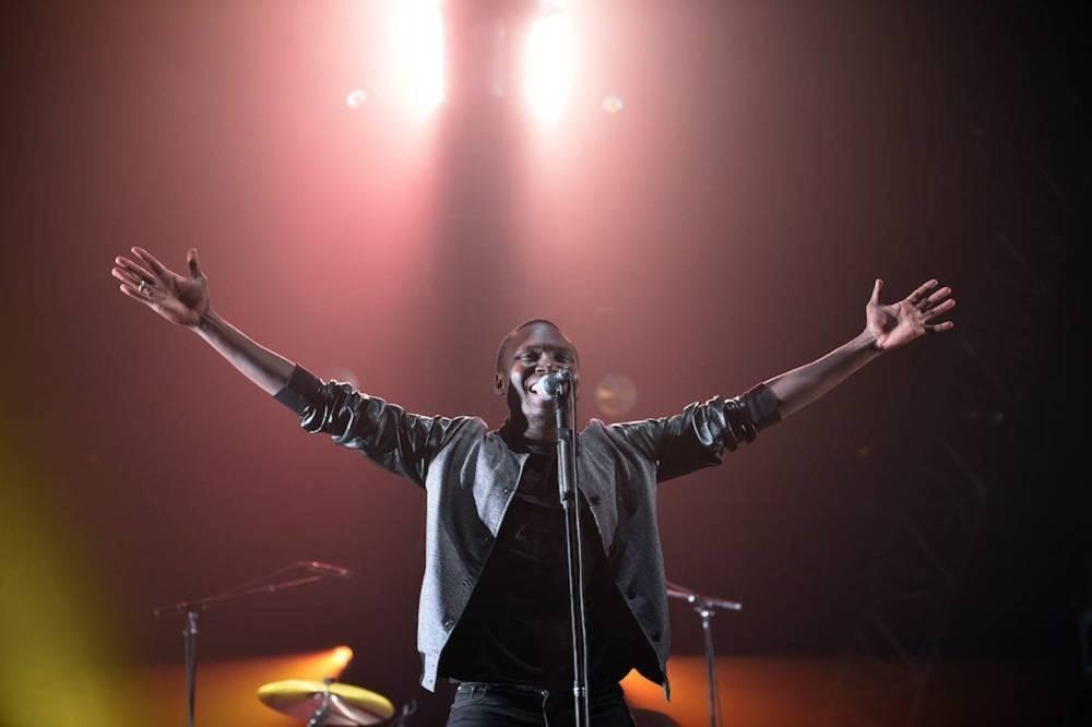 Aliou Touré, le chanteur malien du Songhoy Blues lors des 36e Transmusicales le 5 décembre 2014 à Rennes. ©  Damien Meyer AFP
