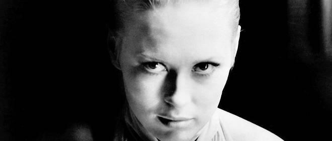 """""""Woman chess"""".Face à Steve McQueen dans """"L'Affaire Thomas Crown"""", Faye Dunaway incarne la détective Vicky Anderson.Au cours d'une partie d'échecs d'anthologie, ils tentent de se déstabiliser en se séduisant l'un l'autre ."""