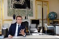 Le président de la République dans son bureau d'angle mercredi 23 août 2017.
