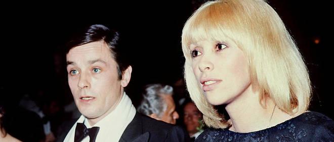 Alain Delon et Mireille Darc en janvier 1976.