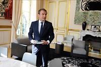 Emmanuel Macron dans son bureau présidentiel