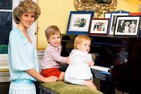 Lady Di avec ses deux enfants, les princes William et Harry.  ©Tim Graham