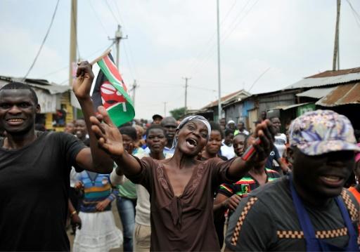 Des soutiens du candidat de l'opposition, Raila Odinga, se réjouissent de l'annulation de l'élection présidentielle par la Cour Suprême, à Nairobi le 1er septembre 2017 © TONY KARUMBA AFP