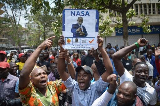 Des partisans de la coalition d'opposition Nasa fêtent la décision de la Cour suprême du Kenya qui a ordonné l'organisation d'un nouveau scrutin présidentiel, le 1er septembre 2017 à Nairobi © SIMON MAINA AFP
