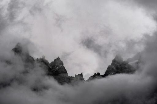 L'Aiguille du Midi, derrière les nuages, le 31 août 2017 à la veille de la 15 édition de l'Ultra Trail Mont-Blanc © JEFF PACHOUD AFP