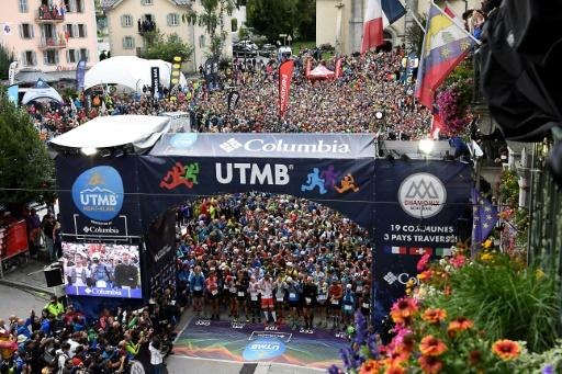 Les 2.300 coureurs au départ de l'Ultra Trail Mont-Blanc, le 1er septembre à Chamonix © JEAN-PIERRE CLATOT AFP