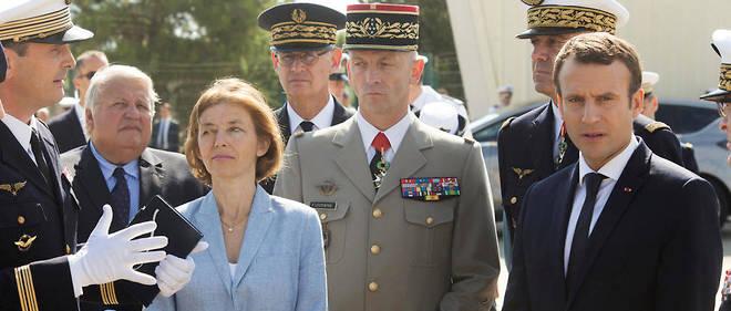 La ministre des Armées Florence Parly et le général François Lecointre, nouveau chef d'état-major des armées, aux côtés d'Emmanuel Macron.