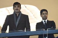 L'émir du Qatar Tamim ben Hamad Al Thani et le président du PSG Nasser Al-Khelaifi dans les tribunes du Parc des princes. ©MIGUEL MEDINA