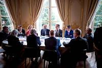 Huis clos. Le Premier ministre, Édouard Philippe, et la ministre du Travail, Muriel Pénicaud, recevant les partenaires sociaux le 25juillet, à Matignon. ©NICOLAS MESSYASZ/SIPA