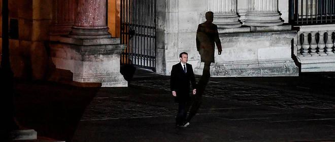 """Emmanuel Macron le 7 mai 2017 dans la cour du Louvre. L'aboutissement d'une marche que, des sa demission du gouvernement, l'ecrivain Philippe Besson a jugee """"irresistible""""."""