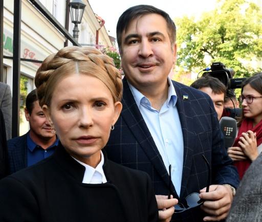 L'ex-président géorgien Mikheïl Saakachvili, et l'ancienne Première ministre ukrainienne Ioulia Timochenko venue lui exprimer son soutien à Rzeszow, dans le sud-est de la Pologne, le 10 septembre 2017. © JANEK SKARZYNSKI AFP
