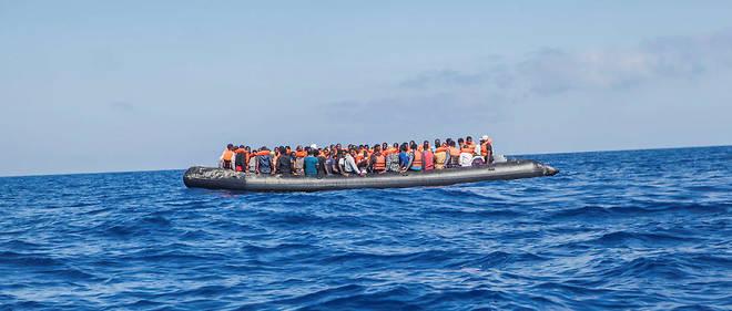 Embarcation repérée au large de la Libye, le 1er août 2017. À son bord, 129 migrants, dont une soixantaine de femmes.
