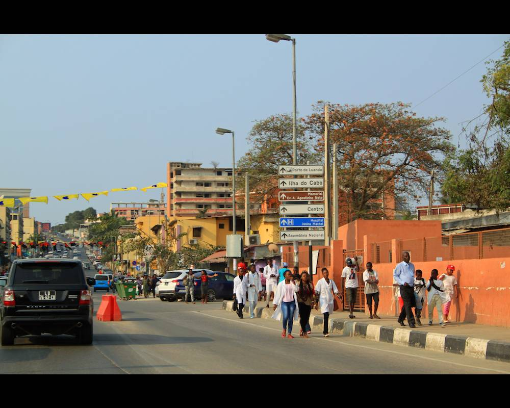 Rentrée des classes dans un quartier de Luanda. ©  MDMM