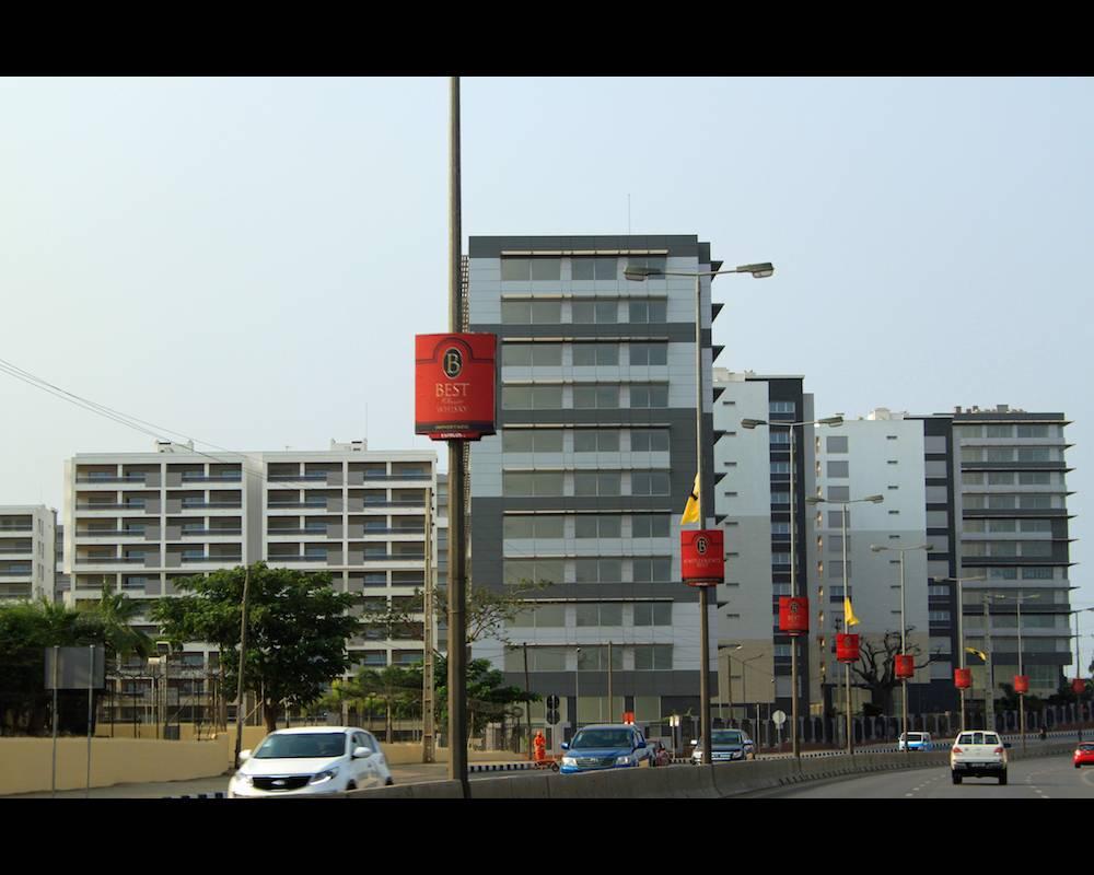 Vue de Luanda à partir de l'une de ses importantes voies de circulation.  ©  MDMM