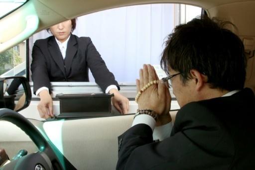 Japon: assister à des funérailles sans quitter sa voiture