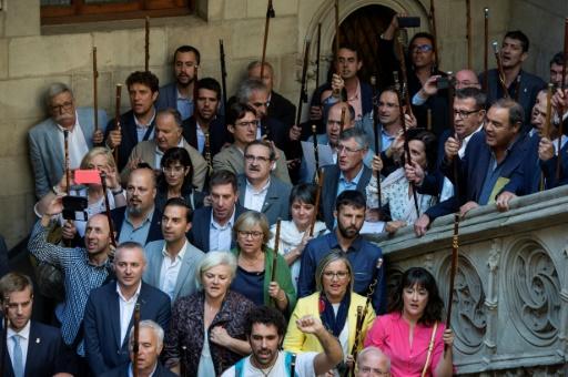 Rassemblement de maires catalans favorables à un référendum d'autodétermination pour leur région, le 16 septembre 2017 au siège du gouvernement régional à Barcelone © Josep LAGO AFP