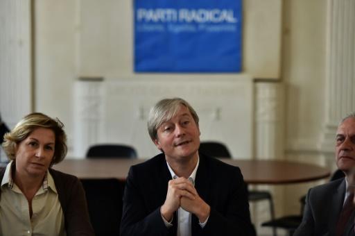 Laurent Henart (c), président du Parti radical (PR), le 12 octobre 2016 à Paris © CHRISTOPHE ARCHAMBAULT AFP/Archives