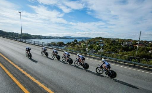 Les coureurs de la Sunweb disputent l'épreuve du contre-la-montre des Mondiaux sur route de Bergen, en Norvège, le 17 septembre 2017  © Jonathan NACKSTRAND AFP
