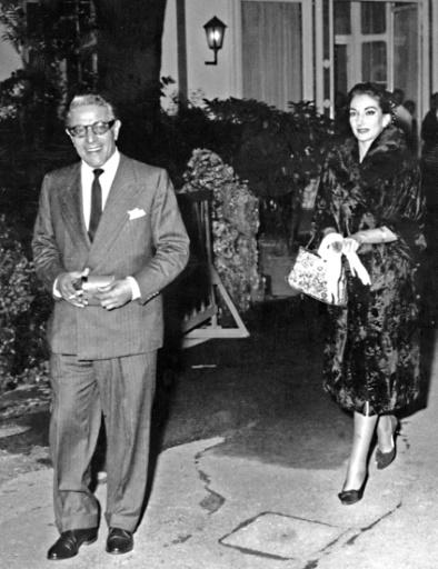 Maria Callas et Aristote Onassis quittent un night-club de Milan le 6 septembre 1959 © STAFF AFP/Archives