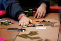 Les barrières qui, depuis juin 2010, interdisent aux joueurs français de disputer des parties de poker en ligne avec le reste du monde sont sur le point de tomber, tout au moins partiellement.