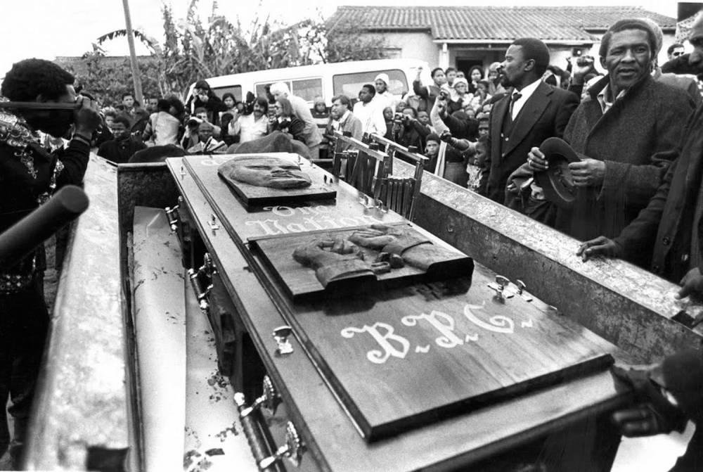 Le cercueil de Steve Biko. ©  DR