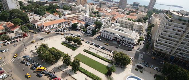 La place de l'Indépendance à Dakar (Sénégal). En arrière-plan, le port et Gorée.
