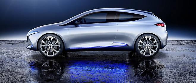 """Les constructeurs ont profité du Salon de Francfort pour dévoiler leur projet en matière de voitures électriques, comme Mercedes avec le Concept EQA, mais la vente de ces modèles """"zéro émission"""" reste marginale en raison d'un prix élevé."""