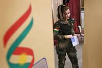 Une femme membre des peshmergas vote lors du referendum pour l'independance kurde a Erbil, le 25 septembre. (C)SAFIN HAMED/AFP