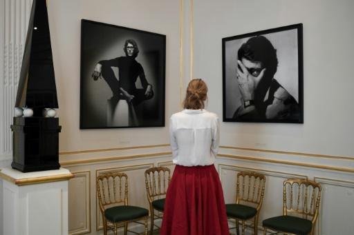 Des portraits d'Yves Saint Laurent sont exposés dans le musée consacré à son oeuvre à Paris, le 25 septembre 2017 © STEPHANE DE SAKUTIN AFP