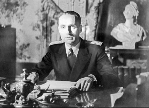 Maurice Papon à son bureau de préfet de la Corse, en janvier 1947 © STF INTERCONTINENTALE/AFP/Archives