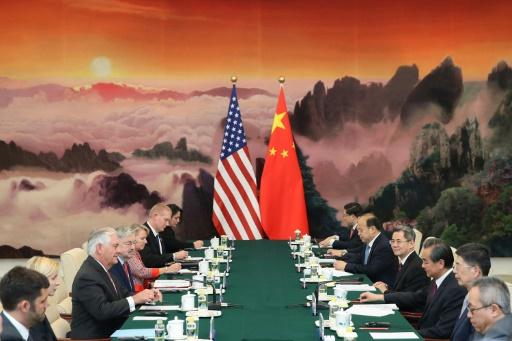 Le secrétaire d'Etat américain Rex Tillerson (3eG) lors d'une rencontre diplomatique à Paris le 30 septembre 2017 © Lintao Zhang POOL/AFP