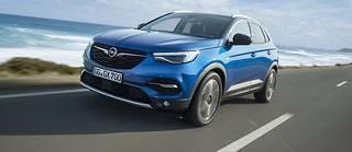 Le Grandland X combine les qualités dynamiques du Peugeot 3008 et le rapport équipement/prix ultra compétitif d'une Opel.