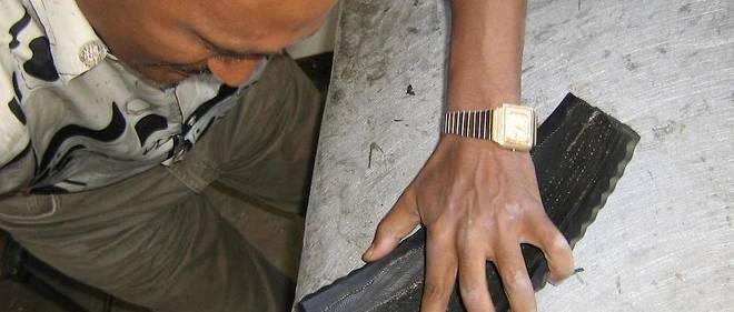 L'Ethiopie est de plus en plus appelée à accompagner sa main d'oeuvre vers un savoir-faire industriel. Ici, un employé de l'entreprise de chaussures soleRebels.