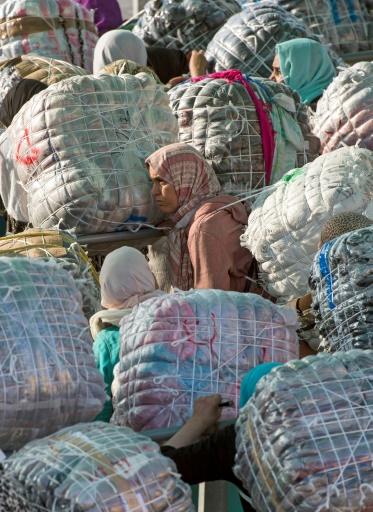 """Des ONG marocaines et espagnoles dénoncent régulièrement la """"situation humiliante et dégradante"""" de ces femmes qui travaillent au péril de leur vie. © FADEL SENNA AFP"""