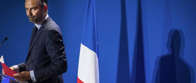 Paradoxalement, c'est Édouard Philippe, pourtant issu de LR, qui doit défendre la politique de l'exécutif en faveur des salariés et des plus modestes.