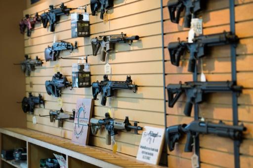 Des fusils d'assaut en vente dans une boutique de Chantilly, le 6 octobre 2017, en Virginie © JIM WATSON AFP
