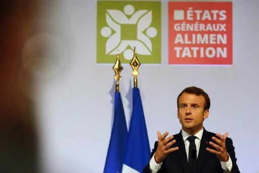 """Emmanuel Macron a réaffirmé son engagement de campagne d'atteindre """"50% de produits bio ou locaux d'ici 2022 en restauration collective"""", à Rungis le 11 octobre 2017 © Francois Mori POOL/AFP"""