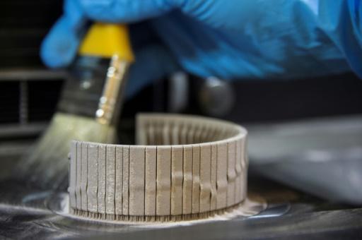 """Si la technologie d'impression 3D dite """"additive"""" est largement utilisée dans l'industrie lourde, son application aux poudres de métaux précieux est encore dans les limbes. © SEBASTIEN BOZON AFP"""