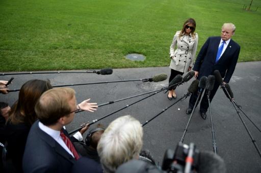 Le président Donald Trump, accompagné de la Première Dame Melania, parle à la presse à Washington, le 13 octobre 2017 © Brendan Smialowski AFP