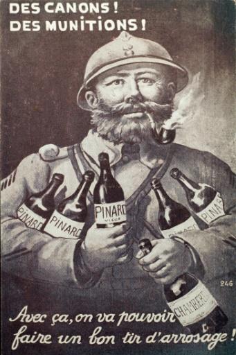 Une image fournie par l'Historial de Péronne, montrant un poilu tenant plusieurs bouteilles de vins à la main © STR Historial de Péronne/AFP/Archives