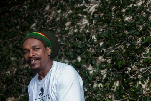 Le Haïtien Robert Montinard, arrivé au Brésil en 2010, dans la cour de l'immeuble où il vit, le 16 octobre 2017 à Rio de Janeiro © Mauro PIMENTEL AFP