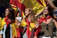 Les anti-référendum manifestent. Le 8 octobre, une semaine après le référendum d'autodétermination illégal organisé en Catalogne, 350 000 Espagnols venus de tout le pays se rassemblent à Barcelone contre l'indépendance et pour l'unité de l'Espagne. ©Julien Mattia / Le Pictorium