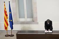 Le président de la Généralité et le parlement catalan seront de facto destitués par la mise en œuvre de l'article 155 qui devrait intervenir samedi 28 octobre.